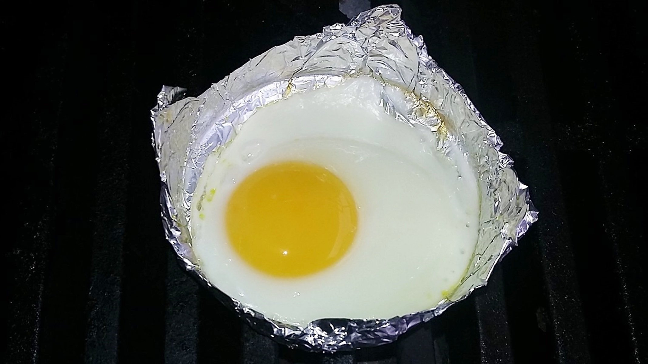 How to grill an egg